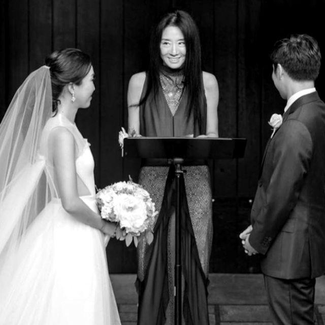 「婚紗女王」當起婚禮主婚人!70歲的vera wang比新娘還美!