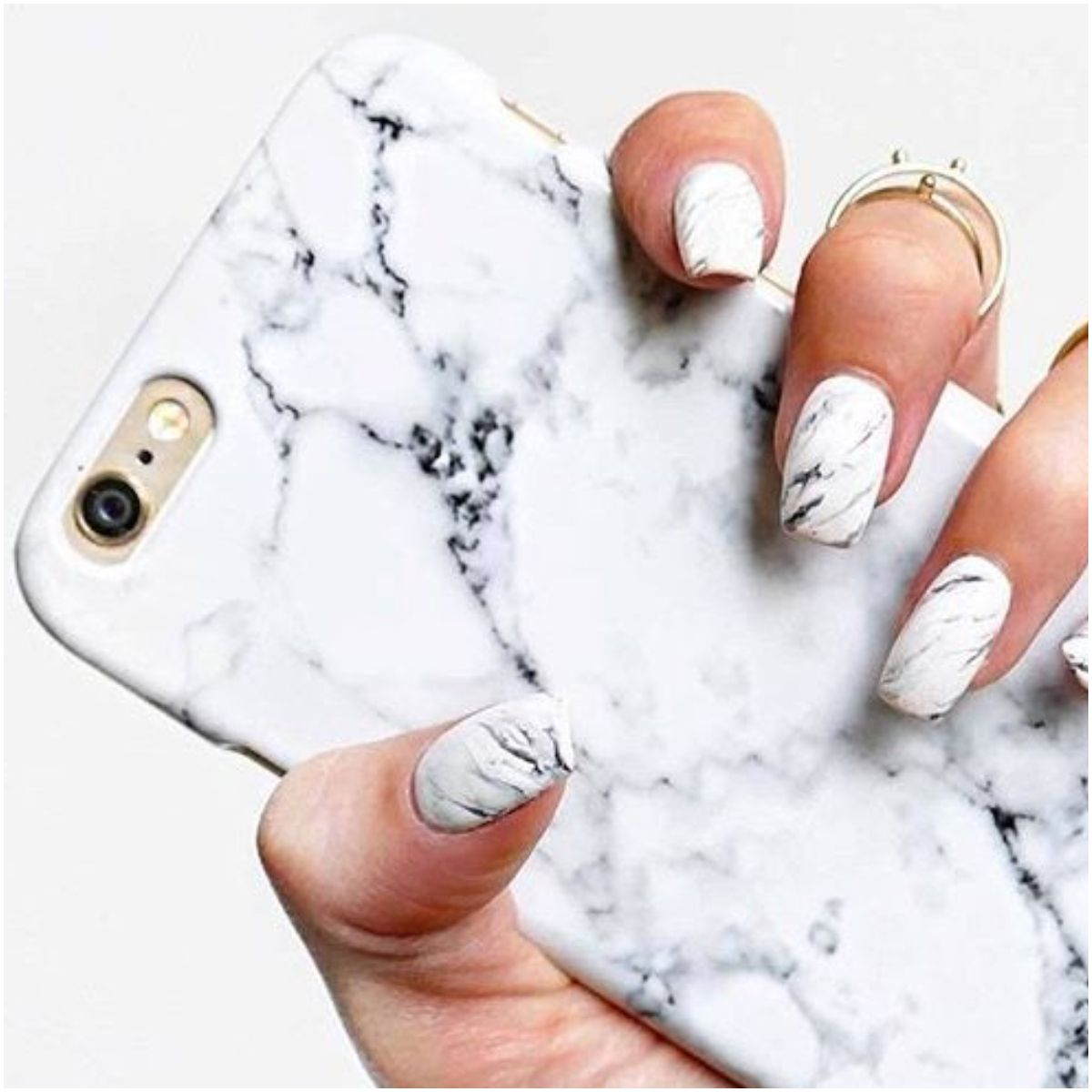 Happy Plugs, 大理石紋, 手機殼, 手機殼推薦, iphone s, iphone xs, iphone max, 科技, 蘋果, ELLE Shop, 手機周邊, 配件, 保護套