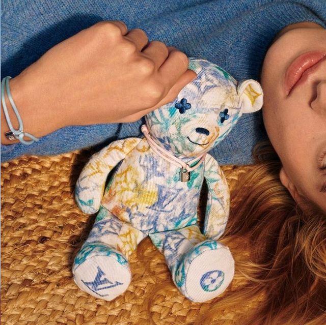 lv公益手環silver lockit推出粉嫩新配色!全新彩色泰迪熊加入做愛心