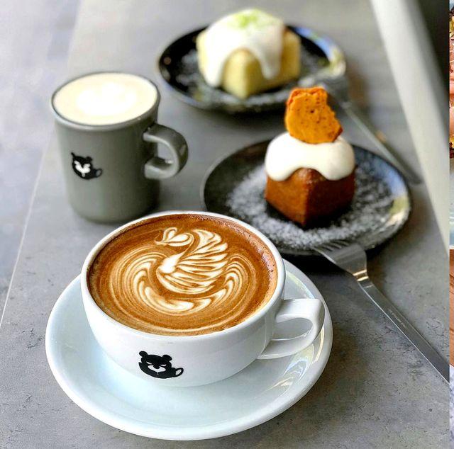 Flat white, Latte, Food, Caffè macchiato, Coffee, Dish, Cappuccino, Wiener melange, Cuisine, White coffee,