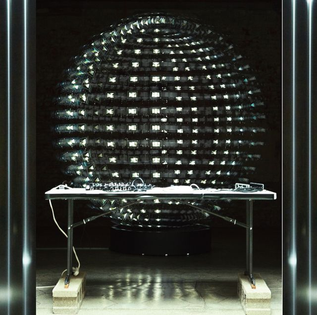 Display case, Lighting, Transparent material, Architecture, Glass, Display window, Night, Furniture,
