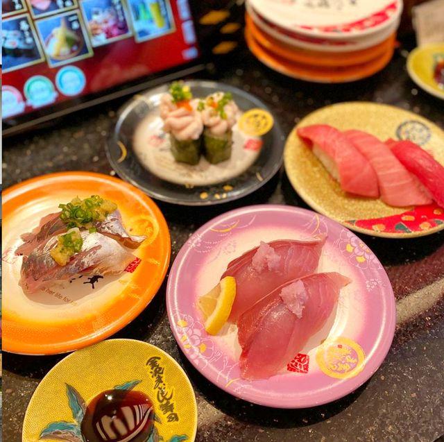 Dish, Food, Meal, Cuisine, Fast food restaurant, Comfort food, Brunch, Restaurant, Ingredient, Breakfast,