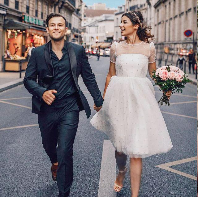 最新5款浪漫「輕婚紗」推薦!法式短白紗、性感貼身婚紗,時髦新娘都怎麼穿?