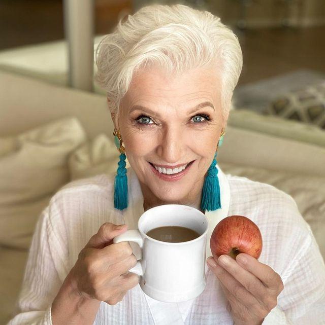 「一天吃8餐」也能維持身材稱霸名模圈?公開72歲超模、營養學碩士:梅伊馬斯克的一日超狂菜單!