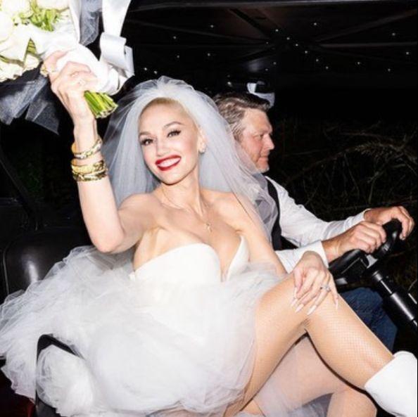 gwen stefani vera wang wedding dress 2021