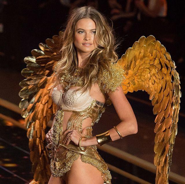 Fashion model, Clothing, Leg, Thigh, Beauty, Model, Fashion, Human leg, Bikini, Lingerie,