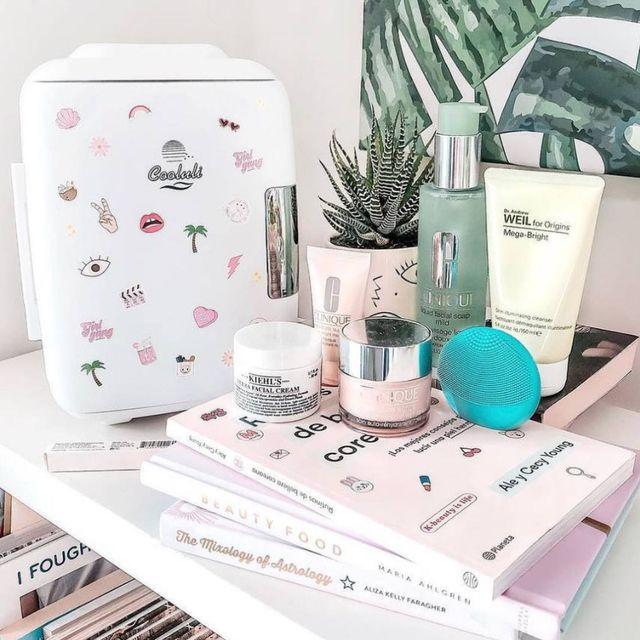 Product, Beauty, Bathroom, Interior design, Furniture, Shelf,
