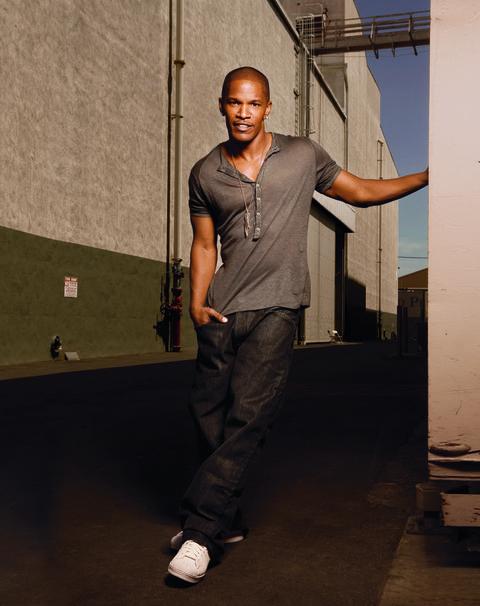 Sleeve, Shoe, Dress shirt, Shirt, Denim, Standing, Elbow, Street fashion, Cool, Sneakers,