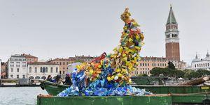 Christian Holstad, Venezia, installazione, plastica mare