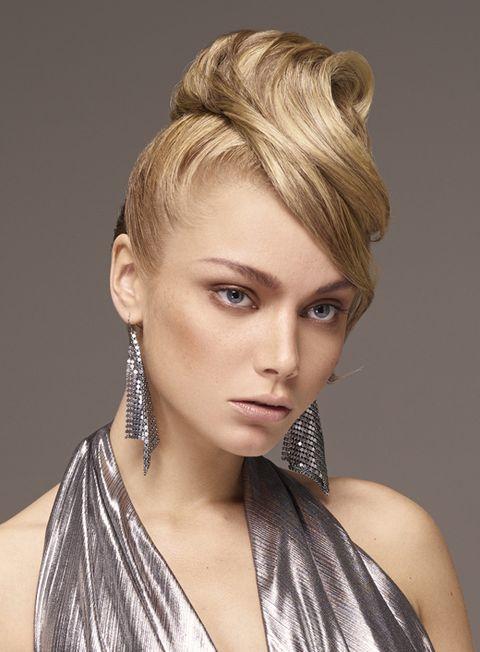Hair, Hairstyle, Face, Blond, Chin, Eyebrow, Beauty, Hair coloring, Long hair, Forehead,