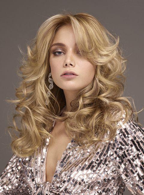 Hair, Blond, Hairstyle, Face, Long hair, Layered hair, Hair coloring, Beauty, Brown hair, Chin,
