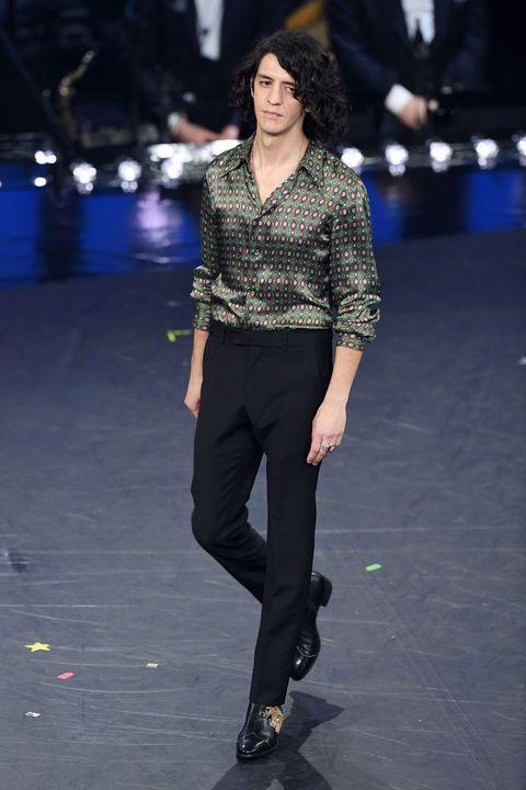 Fashion model, Fashion show, Fashion, Runway, Clothing, Public event, Event, Performance, Fashion design, Footwear,