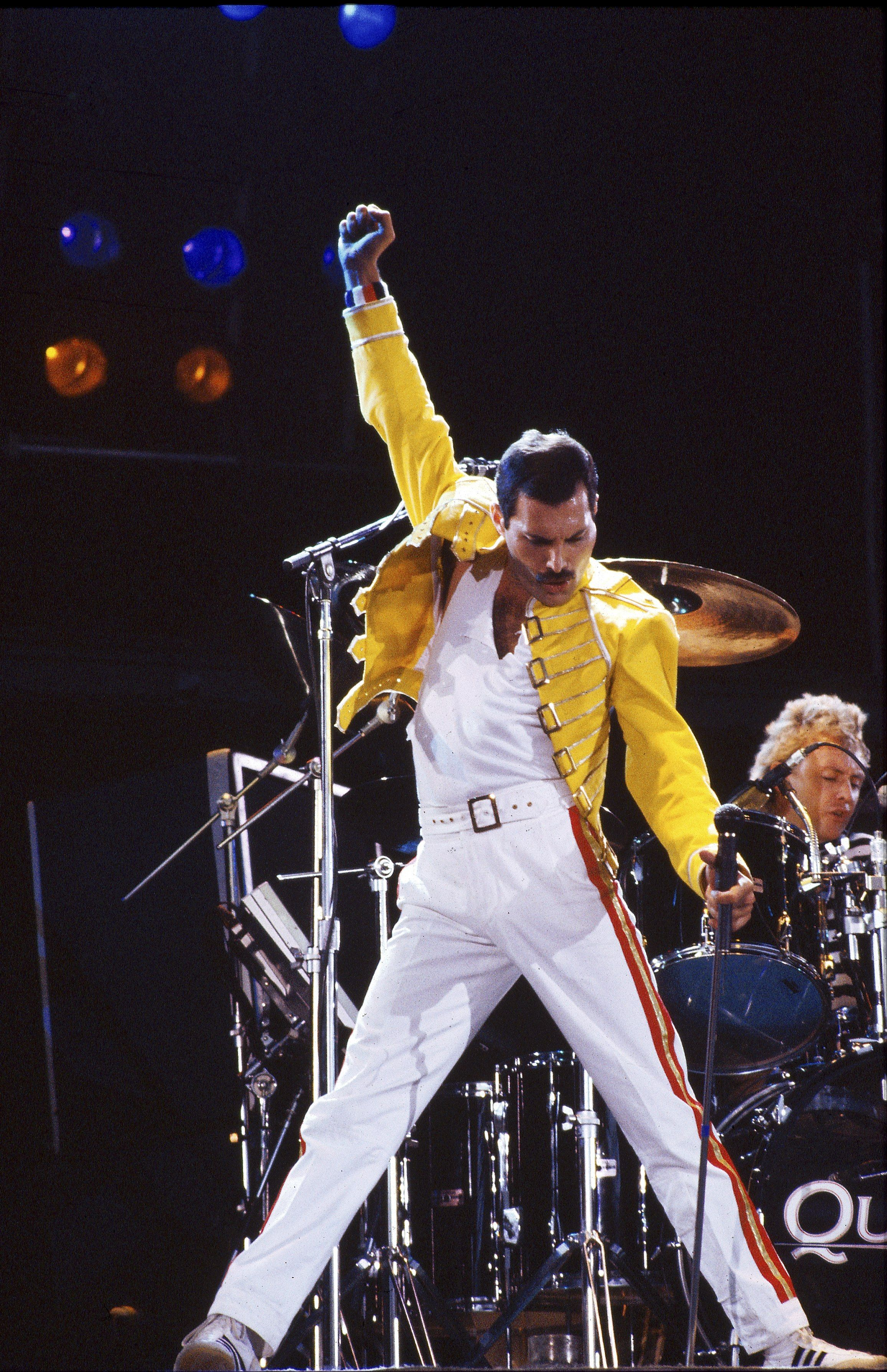 newest 063b4 bfd63 The Most Rare Stylish Photos of Queen and Freddie Mercury ...