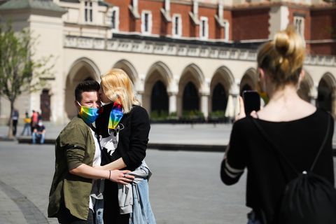free rainbow masks in krakow