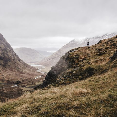 A free runner along a mountain landscape