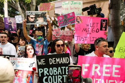 freebritney rally in los angeles during conservatorship hearing