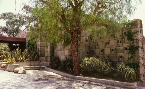 frank lloyd wright's freeman house is for sale through the university of southern california aka usc