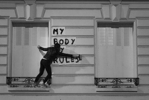 White, Black-and-white, Skateboard, Monochrome, Standing, Skateboarding, Snapshot, Wall, Street, Footwear,