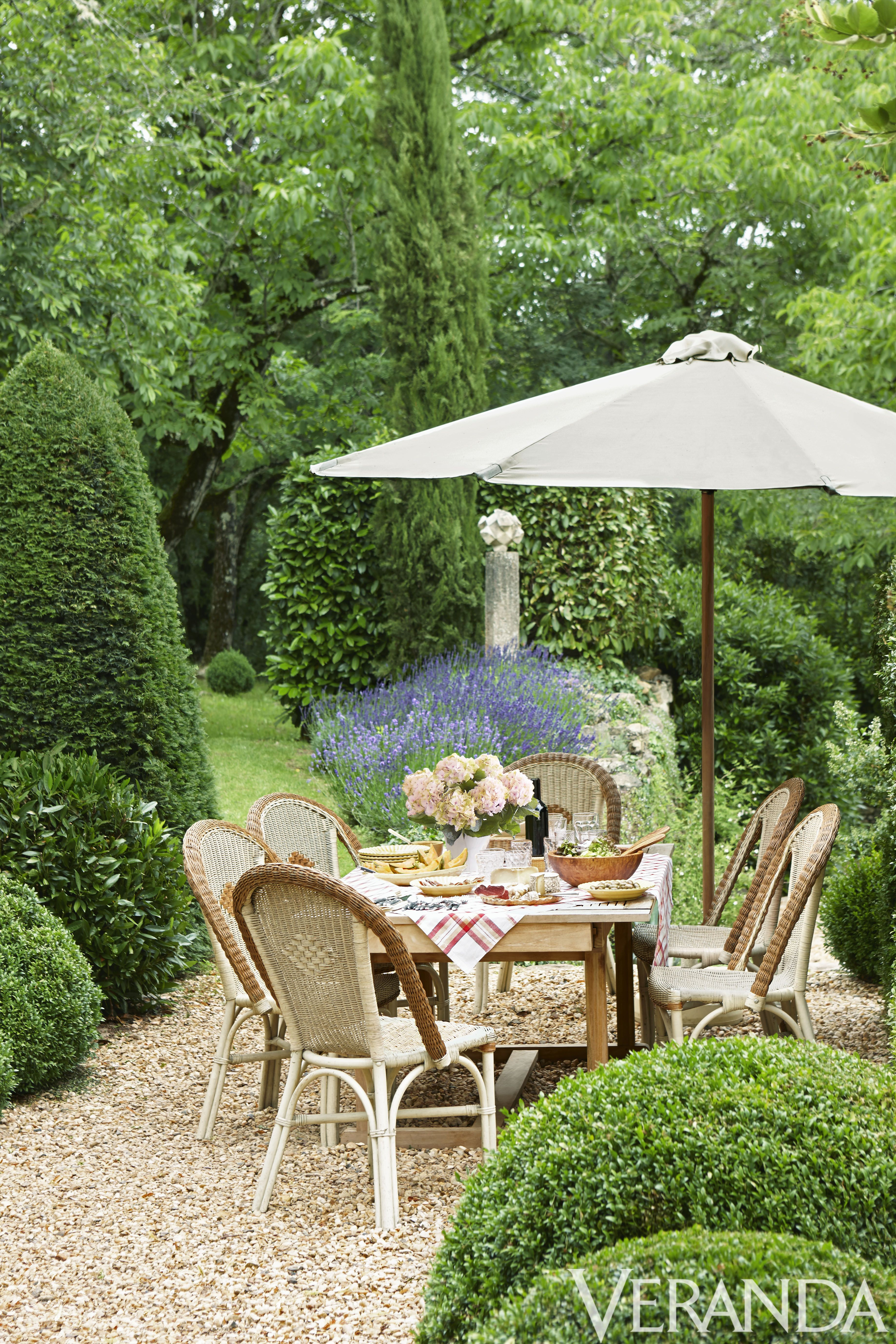 The Only Thing We Love More Than Beautiful French Decor, Is A Romantic French  Garden. Get Lost In These 28 Lush Outdoor Spaces That Have That A Certain  Je ...