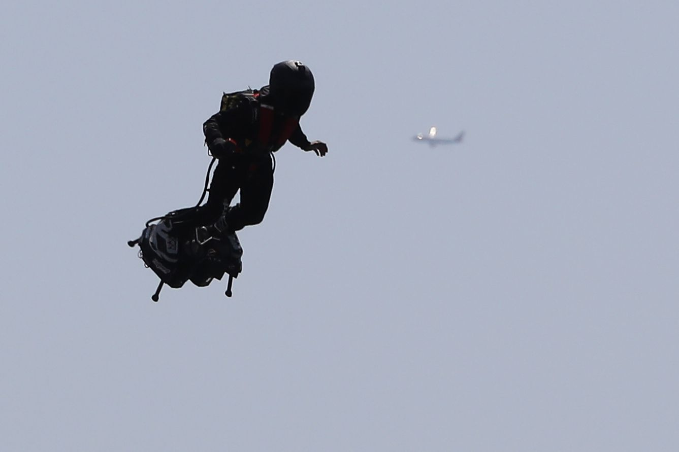 ANOTHER Mysterious Jetpack Man Spotted Flying 6,000 Feet Over LAX