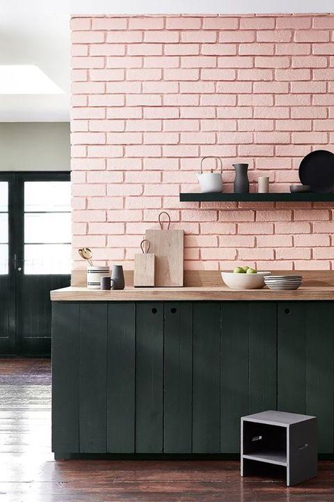 Cocina en rosa palo y verde botella