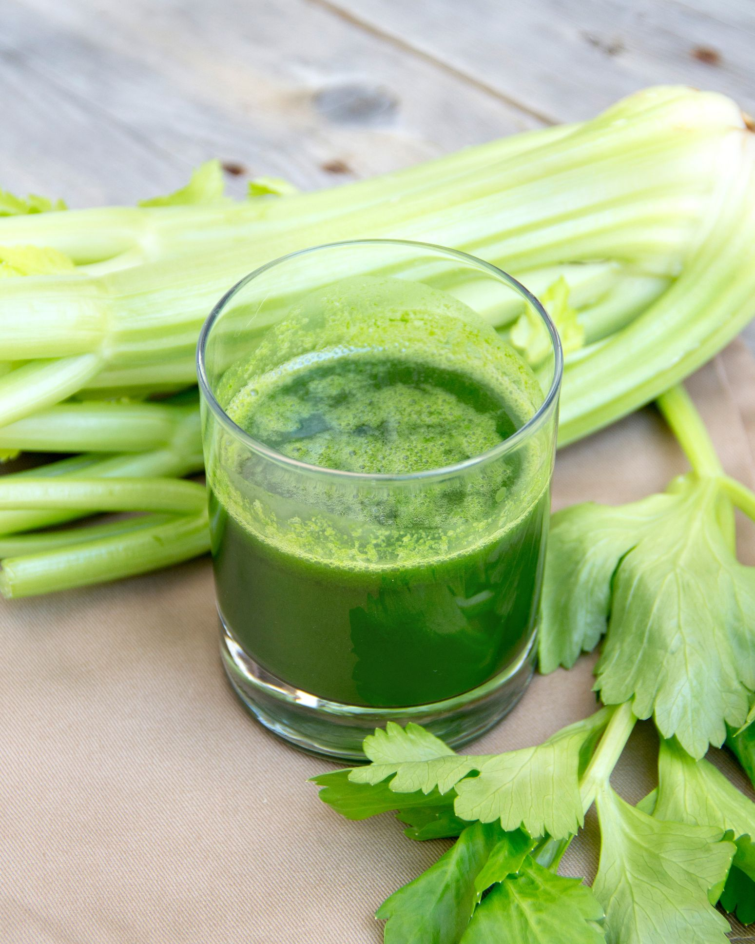 How many calories and carbs in 1 stalk of celery