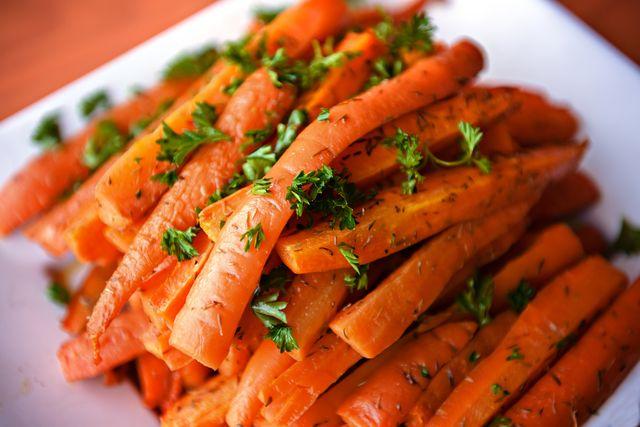 fresh glazed carrots with parsley for turkey dinner