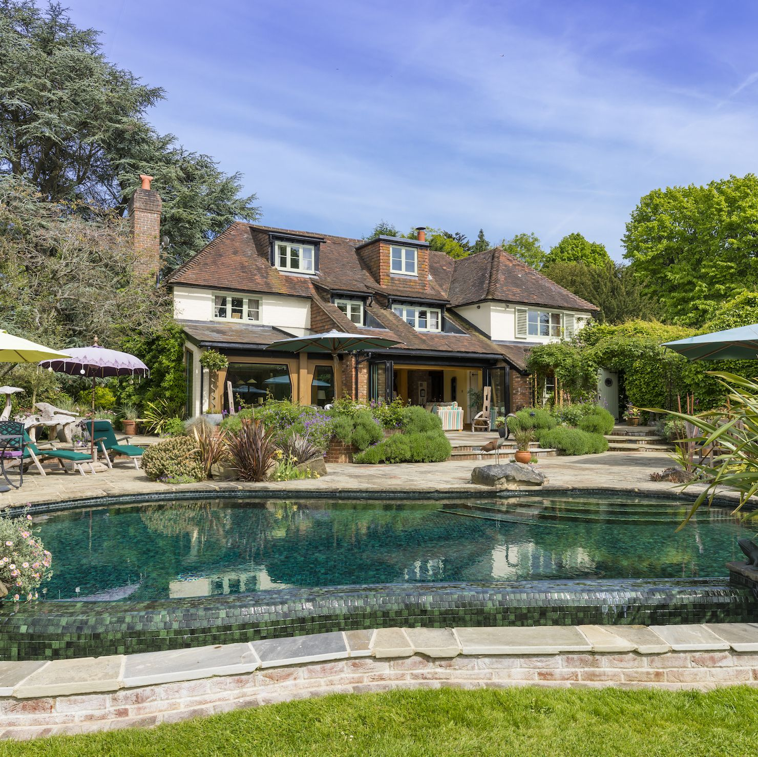 Breathtaking 17th century country house with swimming pool for sale in the Surrey Hills