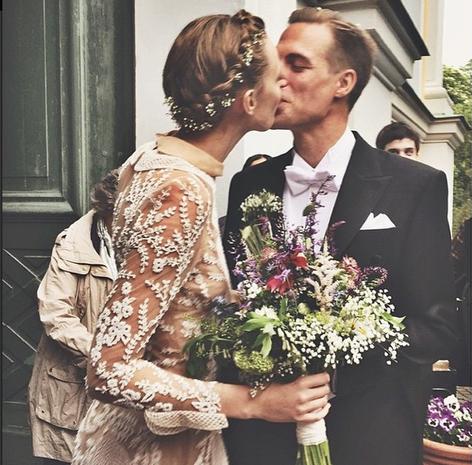 Bouquet, Coat, Photograph, Outerwear, Flowerpot, Suit, Formal wear, Cut flowers, Petal, Interaction,