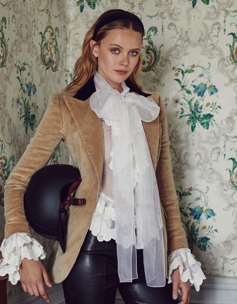 Frida-Gustavsson-stile-equestre-autunno-inverno-2019-Dolce-e-Gabbana
