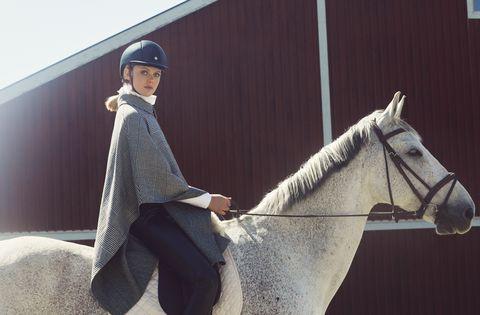 Frida-Gustavsson-stile-equestre-autunno-inverno-2019-Ermanno-Scervino