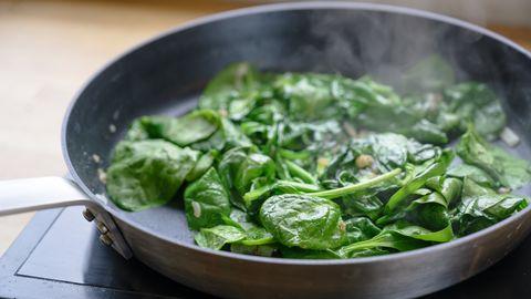 spinazie opwarmen in de pan