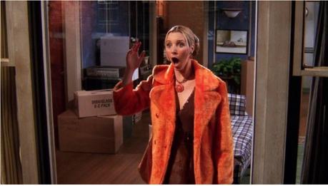 phoebe in oranje jas in friends
