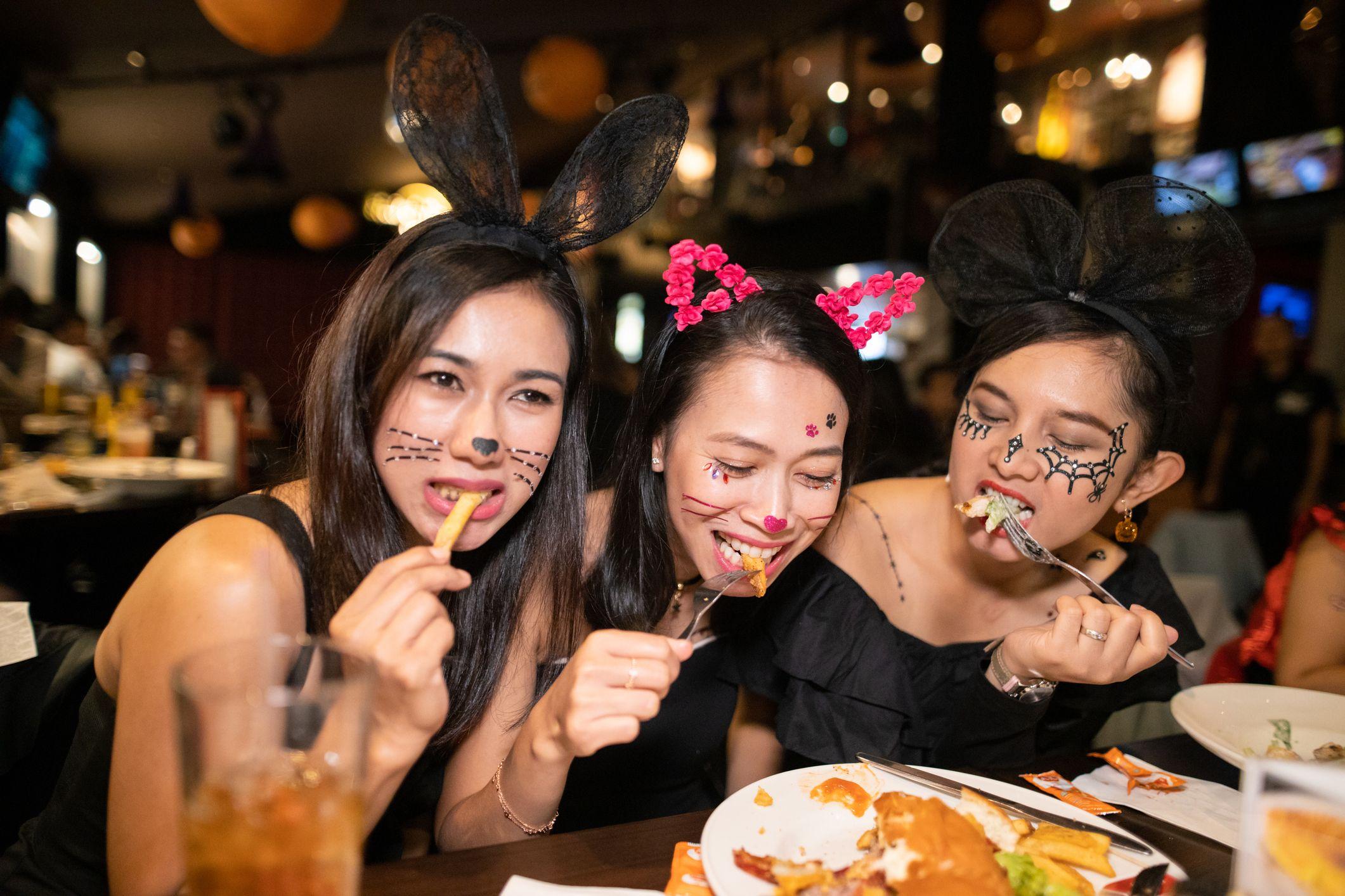 Halloween Restaurant Specials 2020 Restaurants Open on Halloween 2020   Where to Eat on Halloween