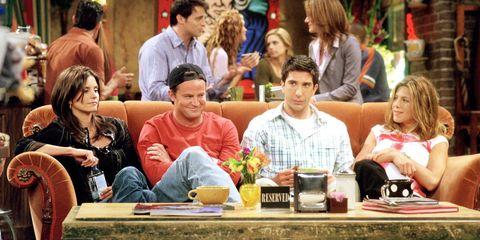 6 canzoni della colonna sonora di Friends che ti faranno innamorare di nuovo della serie tv