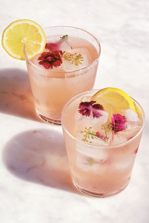 Drink, Classic cocktail, Glass, Tableware, Alcoholic beverage, Cocktail, Lemon, Liquid, Cocktail garnish, Citrus,