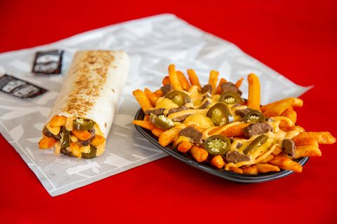 """Taco Bell's """"Steak Rattlesnake Fries"""" Are Here And They Might Be Even Better Than Their Nacho Fries"""
