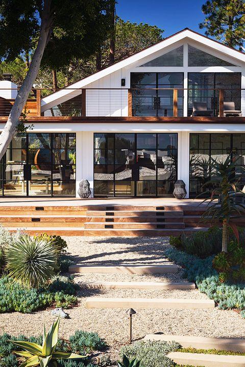 modern malibu home landscaping