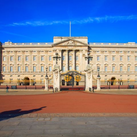 Frontal view on Buckingham Palace...