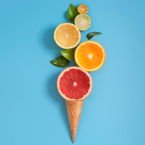 fruits sur cornet de crème glacée