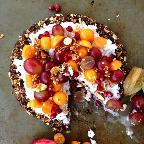 Fruity breakfast pizza with granola crust
