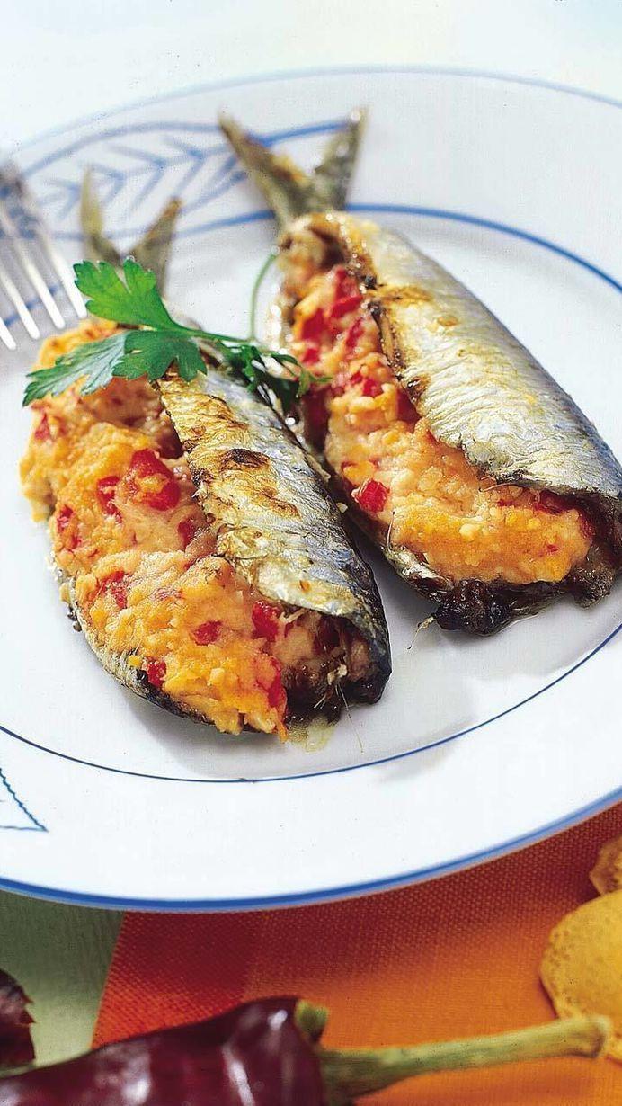 Frutos secos envueltos en sardinas