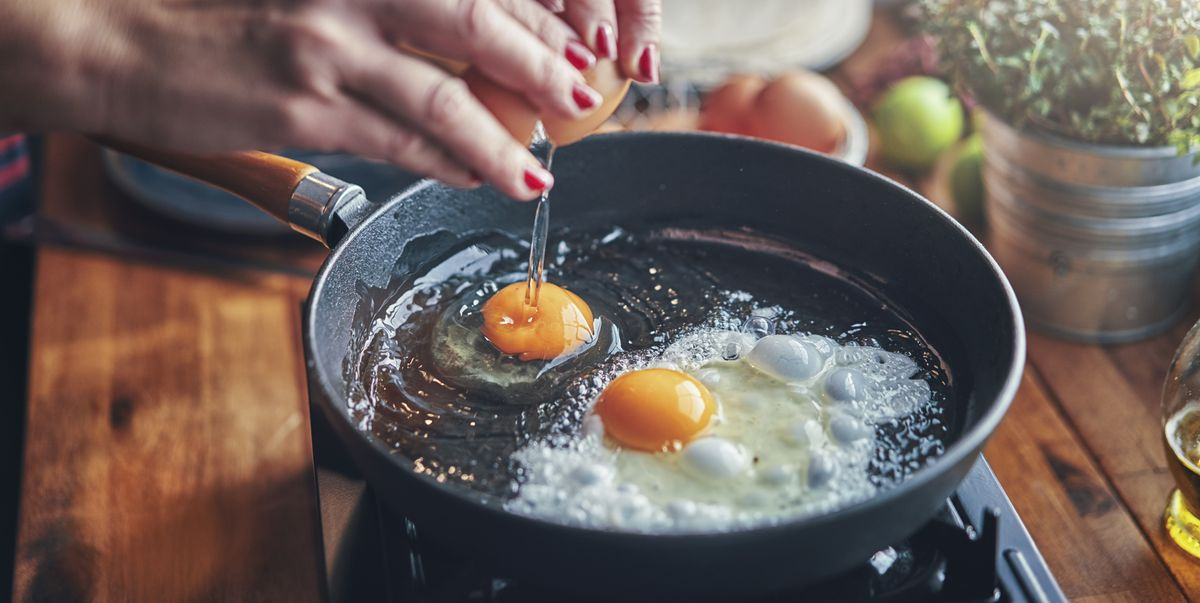5 Foods You Should NEVER Cook In a Cast Iron Skillet