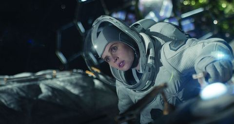George Clooney Directs and Stars in a New Space Film for Netflix Fs000-0810-marketingstill-tiff-v022-cmyk-1028-1601310147