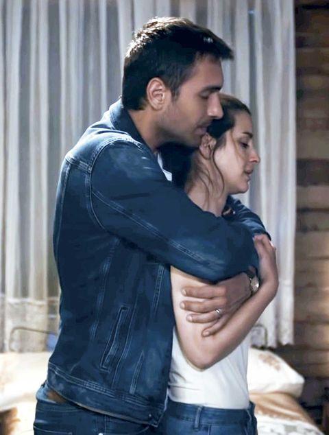 tahir y nefes abrazados en fugitiva