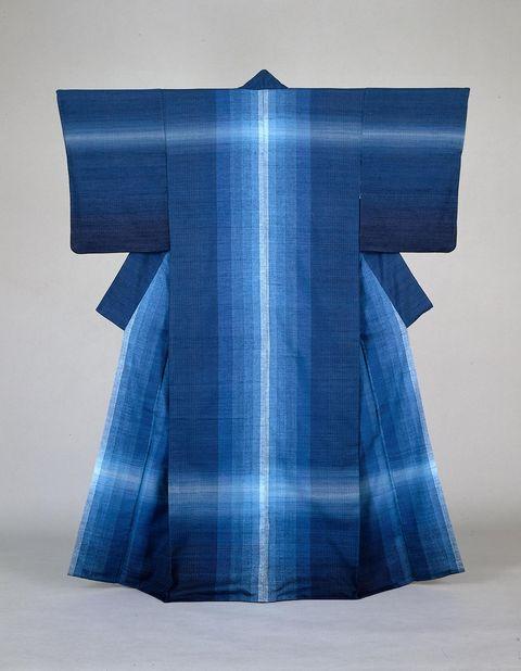 志村ふくみ《紬織着物水瑠璃》1976年 東京国⽴近代美術館蔵