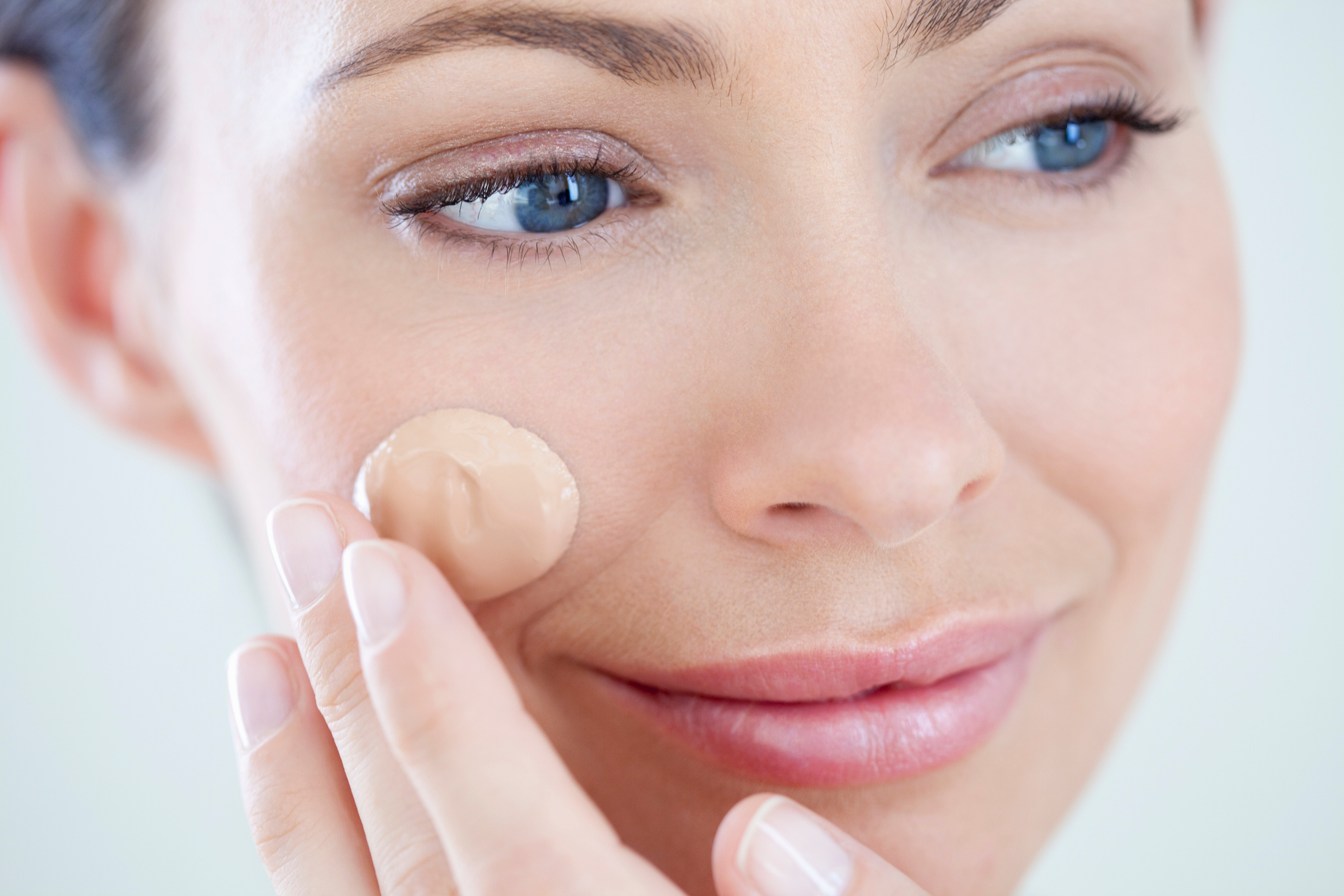 12 Best Full-Coverage Foundations for Dry Skin, According to Dermatologists and Makeup Artists