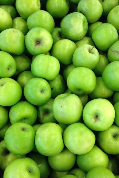 Natural foods, Granny smith, Fruit, Local food, Food, Plant, Greengage, Vegan nutrition, Produce, Seedless fruit,