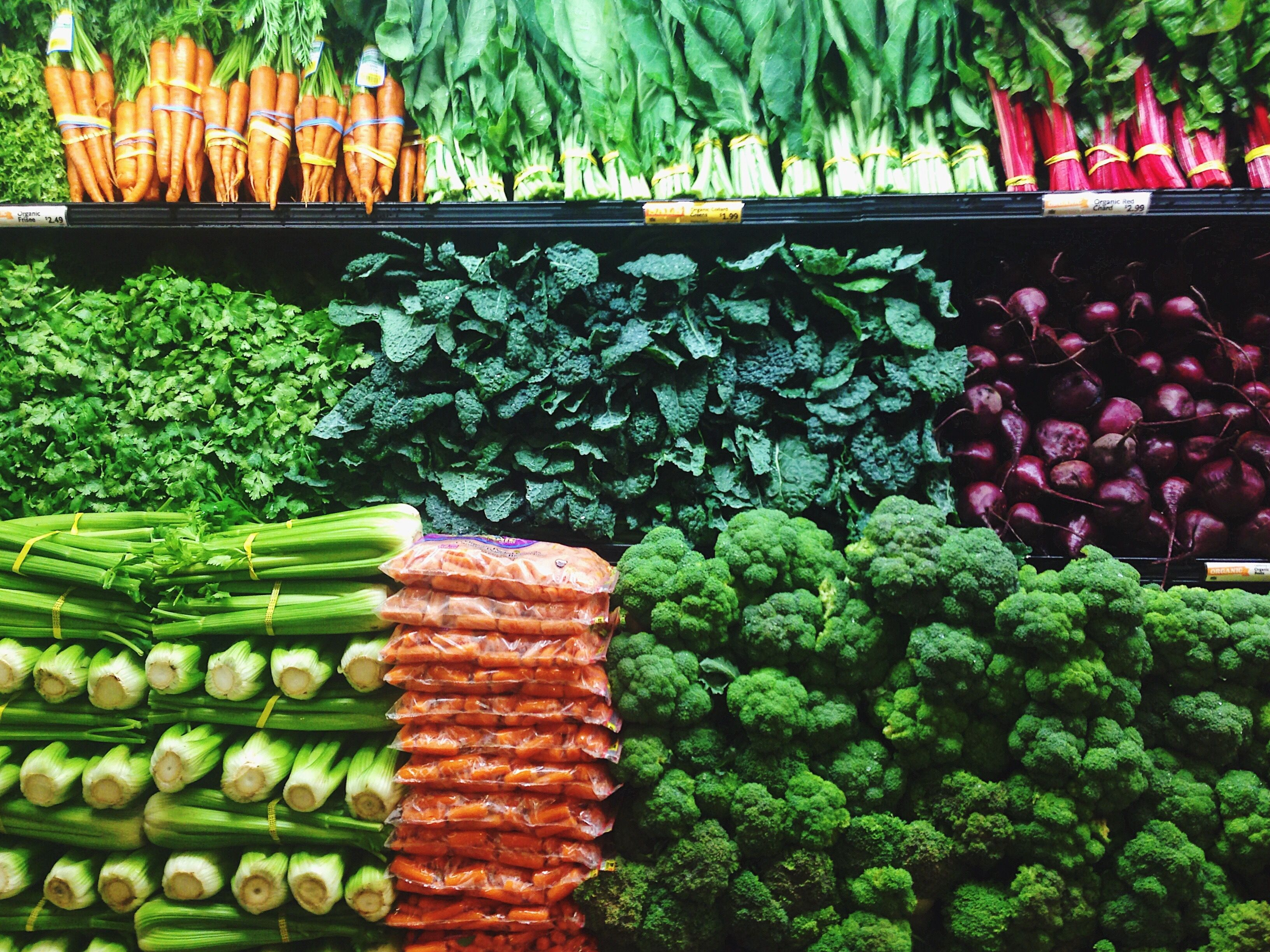 Look for alternative food stores that put an emphasis on reducing waste.
