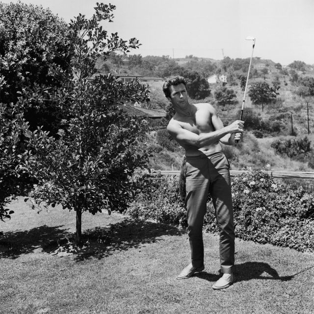 vintage celebs playing sports   clint eastwood plays golf